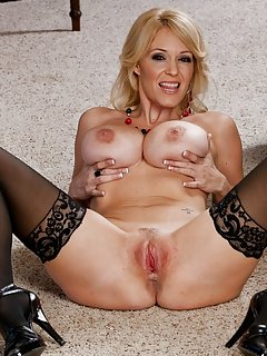 Hot Milf Spreading
