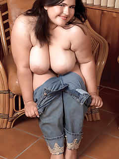 Huge Boobs in Jeans Pictures