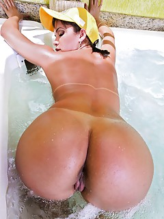 Free Latina in Bath Pics
