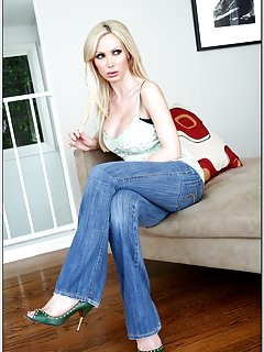 Milf in Jeans Pictures