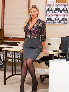 Sexy Mature Secretary Pictures